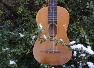 Gitara -owalny otwór rezonansowy